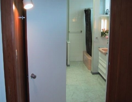 Looking_from_the_dressing_room_into_the_master_bath