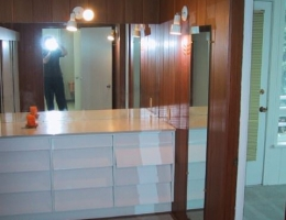 The_built_in_dresser_in_the_dressing_room