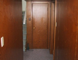 Original_finish_on_the_lower_hallway