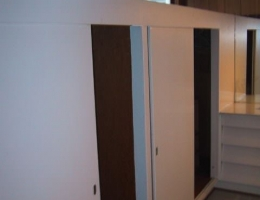 The_built_in_closets_in_the_dressing_room