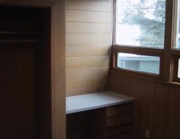 The_second_bedroom_built_in_desk