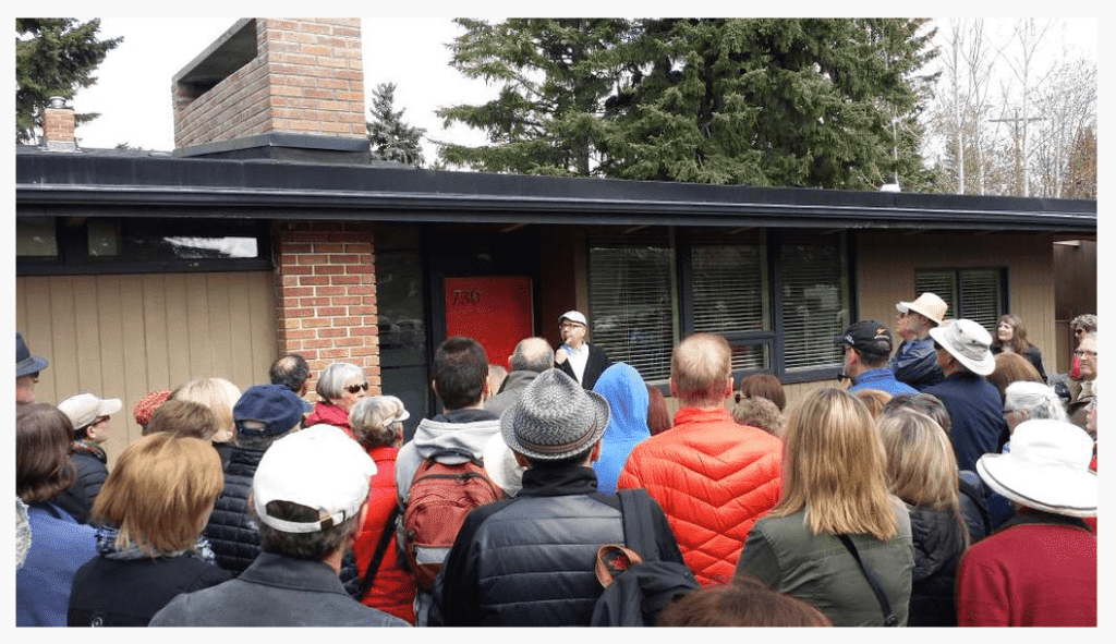Mike telling the crowd about the Trend House programme and mid-century modern design prior to seeing he interior